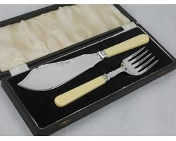 CASED FISH SERVERS - SILVER PLATED FAUX BONE HANDLE SHEFFIELD CUTLERY VINTAGE (#54616)