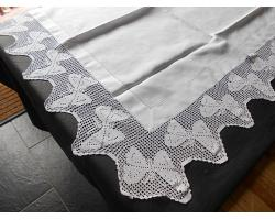 ANTIQUE LINEN TABLECLOTH CROCHET LACE WITH BUTTERFLIES (#55212)
